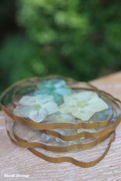 Making Epoxy Art with Flowers: DIY Drink Coasters - Thrift Diving Blog Do It Yourself Projects, Cool Diy Projects, Faux Flowers, Dried Flowers, I Need A Hobby, Home Crafts, Diy Crafts, Plastic Bowls, Easy Woodworking Projects