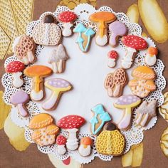 I want to make these beautiful mushroom cookies! Pretty Birthday Cakes, Pretty Cakes, Cute Cakes, Cake Cookies, Sugar Cookies, Cute Food, Yummy Food, Yummy Yummy, Cute Baking