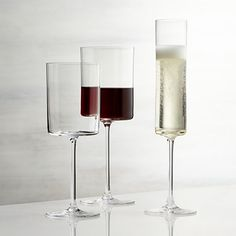 Cylindrical bowls with flat bases have a dramatic, contemporary look that lends an elegant edge to the enjoyment of wine.