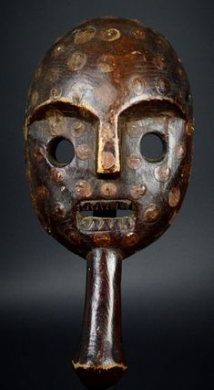 Nu in de #Catawiki veilingen: African Tribal MBUTI Ituri River Mask with handle. Democratic Republic of the Congo.