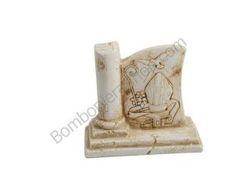 Grazioso bassorilievo con l'immagine della Santa Cresima in polvere di marmo di carrara ricomposta in resina...
