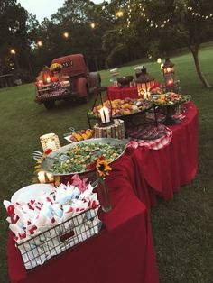 outdoor backyard bbq wedding food wedding buffet 20 Backyard Barbecue Ideas for a Fun Wedding Reception Barn Parties, Outdoor Parties, Backyard Parties, Summer Parties, Picnic Parties, Parties Food, Outdoor Weddings, Bbq Buffet, Buffet Tables
