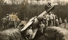 World War I. German plane crashed down in the French sector of Autoval (Oise, France). In May 1918.