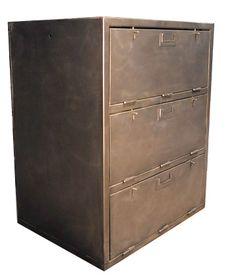 loft -kaluste: Ranskan armeijan vanha laatikosto. Hiottu ja käsitelty. Hinta: 868€
