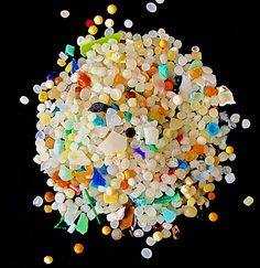 Microplastics in the ocean run 5 millimeters across or less. Their hard surfaces make them floating oases for some ocean microbes. Pollution Environment, Ocean Pollution, Plastic Pollution, Plastic In The Sea, Plastic Beach, Best Natural Soap, Science Fair, Science News, Ocean Projects