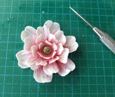 From My Craft Room: Wrinkled Flower Coloured With Distress Ink Tutorial Tissue Flowers, Fake Flowers, Diy Flowers, Colorful Flowers, Fabric Flowers, Quilling Flowers, Flower Diy, How To Make Paper Flowers, Giant Paper Flowers