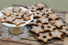 Christmas gingerbread - stars - snowflake Christmas Gingerbread, Gingerbread Cookies, White Christmas, Christmas Ideas, Baking Ideas, Cake Cookies, Snowflakes, Icing, Cakes