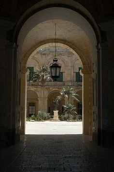Arch, Grand master's palace, Valletta - Malta