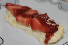 pastel de queso con coulis de fresa