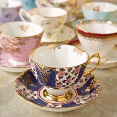 In 2008, the Royal Doulton Company celebrated the centennial of its Royal Albert Collection with the release of a distinctive pattern from each decade of the collection's existence.