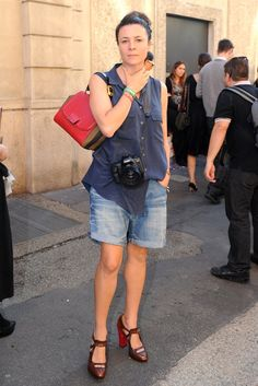 BIG WIDE PANTS INTO SHORTS Garance Doré got snapped in boyfriend shorts and cute pumps.