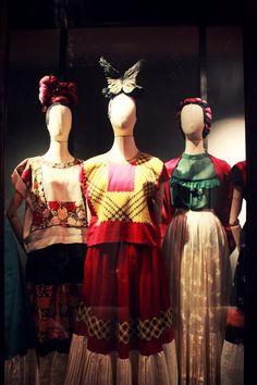 Las Apariencias Engañan : Frida Kahlo  Clothes, Fashion