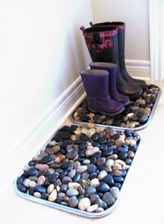 What a great way to keep the house neat and tidy... come rain or snow! The rocks are a great barrier for the boots as the water drips down into the pan. -cfb