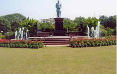 Nehru Park is significant for it houses rocks and moulds inscribed with the sayings of Pt. Jawaharlal Nehru.