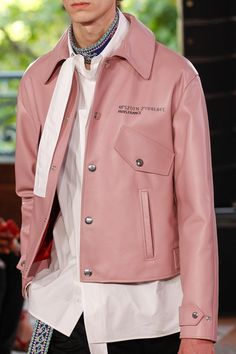 Valentino Spring 2018 Menswear Fashion Show - Men's style, accessories, mens fashion trends 2020 Men's Leather Jacket, Leather Men, Leather Jackets, Pink Leather, Fashion Show, Mens Fashion, Fashion Design, Fashion Trends, London Fashion