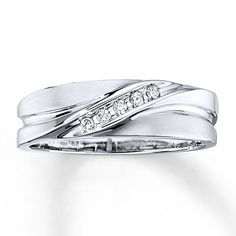 A diagonal line of diamonds is all this men's wedding band needs to become an instant classic.