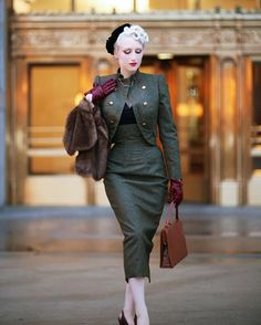 Discover this look wearing Dark Brown Royal Vintage Shoes, Dark Brown Lady Jane Vintage Bags - Bordeaux by ChicagoChic styled for Everyday in the Fall Retro Mode, Mode Vintage, Vintage Bags, 1950s Fashion, Vintage Fashion, Vintage Dresses, Vintage Outfits, Estilo Pin Up, Lady Jane