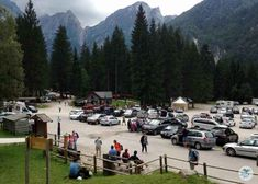Großer Parkplatz am Laghi di Fusine Seen, Mountains, Nature, Travel, Travel Advice, Hiking, Italy, Naturaleza, Viajes