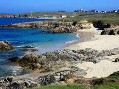 Iles du Ponant : Hoëdic - Si vous rêvez d'évasion et de plages sauvages, prenez le bateau depuis Quiberon, Vannes ou Le Croisic pour rejoindre l'une des îles du Ponant: Hoedic, la petite soeur de Houat et de Belle-Ile, au large du golfe du Morbihan, en Bretagne Sud.