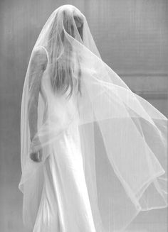 // Bridal accessories and veils - How to put your bridal veil in different way? Bridal Looks, Bridal Style, Wedding Veils, Wedding Dresses, Bridal Veils, Wedding Ceremony, Ethereal Wedding, Wedding Hair, Bridal Hair