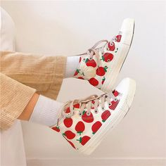 Selected pins for wow shoes for women, covering heels that are high flat shoes, casual shoes, sneakers, and any other kind of astounding shoes. Sneakers Mode, Sneakers Fashion, Fashion Shoes, Shoes Sneakers, Yeezy Shoes, Shoes Men, 90s Shoes, Barbie Shoes, Funky Shoes