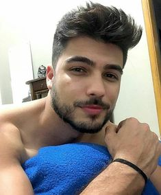 A imagem pode conter: 2 pessoas, barba e close-up Just Beautiful Men, Beautiful Men Faces, Cool Hairstyles For Men, Haircuts For Men, Handsome Indian Men, Scruffy Men, Male Fitness Models, Applis Photo, Men Photography