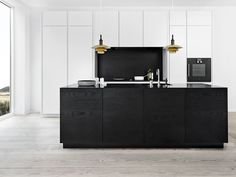 Solid wood kitchen with push to open doors form 45 - black oak Kitchen Inspirations, Interior Design Kitchen, Home Decor Kitchen, Home, Interior, Solid Wood Kitchens, Modern Kitchen Design, Best Kitchen Designs, Home Decor