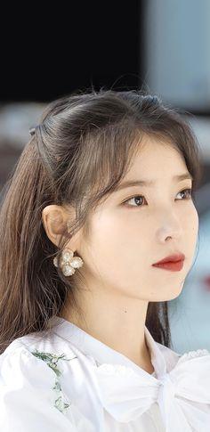 아이유 호텔델루나 장만월 NEW 폰 배경화면 & 잠금화면 50장 (갤럭시 노트8, 노트9, S8, S9) My Muse, Idol, Pearl Earrings, Celebrities, Hair Styles, Beauty, Korea, Draw, Wallpaper
