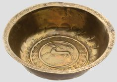 A cast brass basin (Beckenschlägerschüssel) with hunting decoration Nuremberg, around 1500