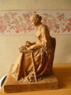 Encajera de Robert Busnel, escultor de Rouen ( Francia ) (de perfil)