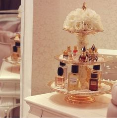Armazenamento para bancada de banheiro com muito romantismo.