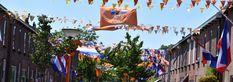 Pijnacker centrum is helemaal klaar voor de eerste wedstrijd van het Nederlands elftal vanavond tegen Oekraïne, zoals gebruikelijk is de van Brachtstraat volledig versiert maar ook in de Emmastraat zagen wij het Oranje en rood wit blauw door de straat heen. Fair Grounds, Travel, Viajes, Destinations, Traveling, Trips