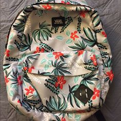 Vans Backpack Used, but held up really well. No scrapes or stains. It's a bit floppy just from being used. Zippers are completely functional, great for school. No trades. Cheaper on Ⓜ️ Vans Bags Backpacks