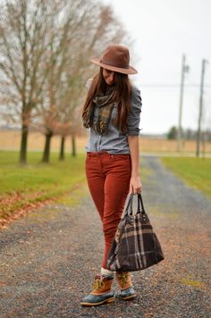 The hat is perfect with this relaxed ensemble.