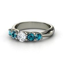 Round Diamond 14K White Gold Ring with London Blue Topaz  me encantaria este!!!