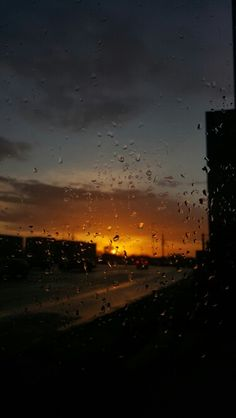 Photography of Window View and raindrops during a raining day. Rainy Mood, Rainy Night, Phone Backgrounds, Wallpaper Backgrounds, Sky Sunset, I Love Rain, Rain Days, Rain Photography, Sky Aesthetic