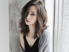 Hair cuts asian make up trendy ideas Medium Hair Styles, Curly Hair Styles, Middle Hair, Lob Hairstyle, Hairstyles, Hair Arrange, Girl Short Hair, Long Hair Cuts, Asian Haircut
