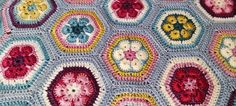 Flores africanas a ganchillo para una pequeña manta   Rincón de Colores Blanket, Good Color Combinations, African Flowers, Crochet Squares, Color Coordination, Bed Covers, How To Make, Blankets, Cover