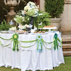 Let's Have a Derby Party! Kentucky Derby Party Inspiration - Southern State of Mind Party Table Decorations, Party Themes, Ideas Party, Themed Parties, Birthday Decorations, Celebrate Magazine, Bridal Party Tables, Wedding Tables, Run For The Roses