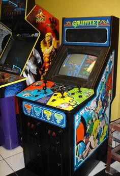 Gauntlet by Atari arcade game - one of the first four player games Vintage Video Games, Classic Video Games, Retro Video Games, Vintage Games, Vintage Kids, Arcade Game Machines, Arcade Machine, The Last Starfighter, Arcade Room