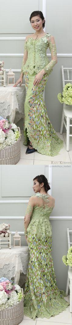Kebaya @ratukebaya_medan. Padanan lace dan batik.