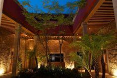 Casa Madero es un excelente hotel tradicional pues entre sus instalaciones encontraras hermosos detalles lo que hace que este hotel sea el idóneo para eventos especiales, ubicado en Morelia.