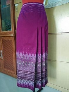 Design rok Batik Fashion, Fashion Sewing, Skirt Fashion, Traditional Thai Clothing, Traditional Dresses, Mode Batik, Kebaya Dress, Dress Sketches, Batik Dress