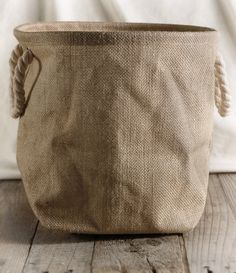 For a creative touch, place your potted plants and gifts with this burlap bag with rope handles. Also is great to use for gift baskets and holding dog toys. Each bag has a clear plastic liner and rope handles and is by with a gusset b Burlap Projects, Burlap Crafts, Sewing Projects, Sewing Ideas, Burlap Bags, Hessian, Alpillera Ideas, Coffee Sacks, Jute Sack
