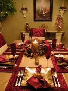 Elegant Burgundy and Gold Christmas Tablescape