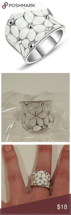 💗NEW Fashion Flower Ring - Size 6💗 New in package* Silver plated fashion ring with white flowers design with crystal accents. Zinc alloy.   *3rd & 4th pic are ones of exact ring I own and am wearing Jewelry Rings