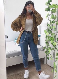 Plaid shirt, White vest top, Mom jeans and White trainers. Plaid shirt, White vest top, Mom jeans and White trainers. Cute Casual Outfits, Retro Outfits, Simple School Outfits, Grunge School Outfits, Vintage Hipster Outfits, Indie Hipster, Girl Hipster Outfits, 90s Style Outfits, Winter School Outfits