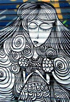 Ποιός, ποιός, ποιός;  Έχει γεμίσει παντού την κάτω πόλη  με τα υπέροχα γκράφιτί του,  και με τι ωραία τεχνοτροπία, και προσέξτε πόσο αριστο...