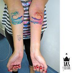 Twin waves... #tas #rodrigotas #watercolortattoo #dotworktattoo #pontilhismo #aquarela #abstracttattoo #abstrato #wave #wavetattoo #ondas #surftattoo #twins #twintattoo #hotandcold #tatuagem #tatuaje #inspirationtatto #tattoodesign #equilattera #tattrx #tattooartistmagazine #tattoocollectors #tattooculturemagazine #tattoaria #tattooistartmag #inkedmag #gettinginked #crazyytattoos