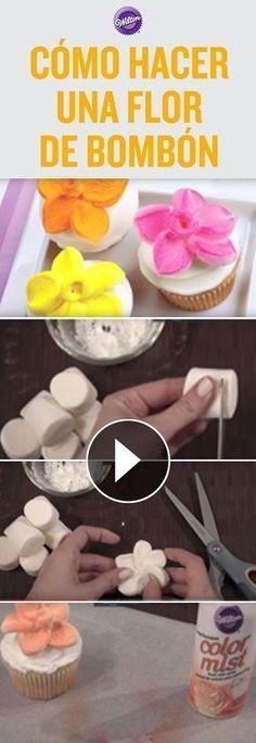 Aprende a hacer flores de bombón para decorar cupcakes. Son fáciles y deliciosas. Para dar color utiliza el spray Color Mist™ que vienen en una gran variedad de colores.